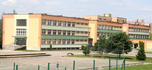 Obecnie szkoła znajduje się jeszcze przy ul. Kazimierza Wielkiego