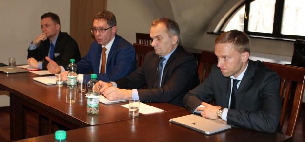 Przedstawiciele spółki Studzienice podczas konferencji prasowej w Pszczynie w ub. roku