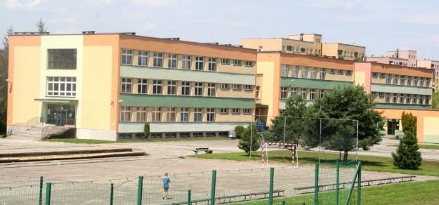 Obecna siedziba III LO w budynku ZS nr 1 przy ul. Kazimierza Wielkiego.