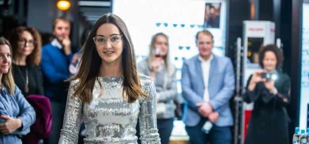 Podczas otwarcia Centrum Okulistyki i Słuchu zaprezentowano m.in. pokaz najnowszej stylizacji okularowej oraz kreacje sylwestrowe.