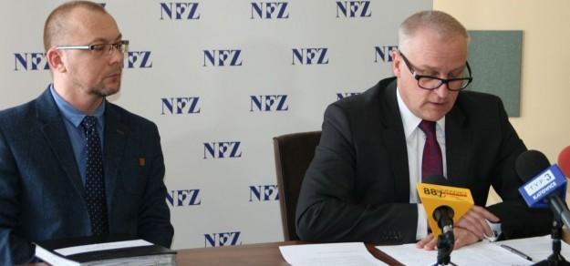 O wynikach kontroli poinformował dziś Jerzy Szafranowicz, dyrektor śląskiego oddziału NFZ (po prawej)