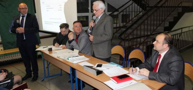 Janusz Prządka (drugi z prawej) znów został wybrany przewodniczącym zarządu osiedla