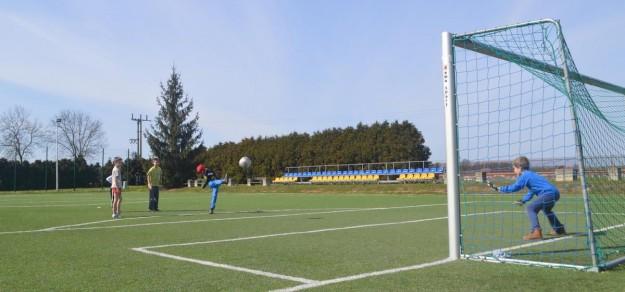 Nowe boisko przy szkole w Kobielicach