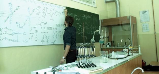 Mirosław Kozik przygotował zbiór zadań z chemii.