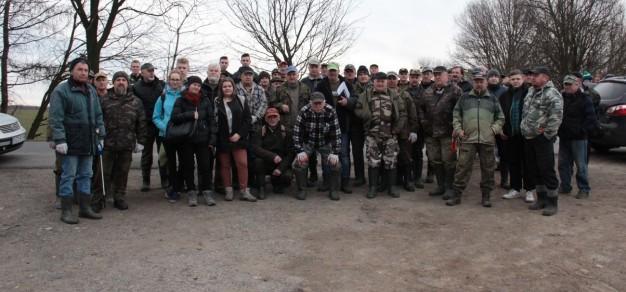 Uczestnicy sobotniej akcji (fot. PZW Pszczyna)