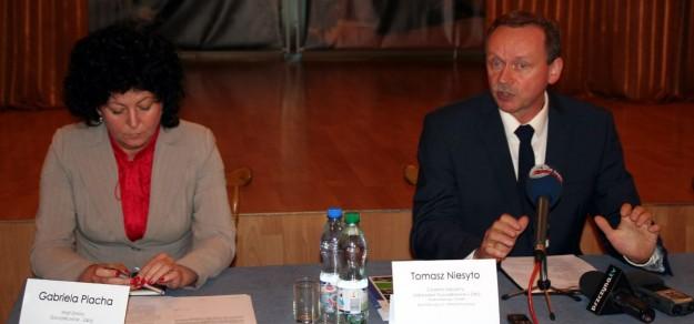 O zmianach w uzdrowisku Tomasz Niesyto mówił w obecności wójt Goczałkowic-Zdroju, Gabrieli Plachy.