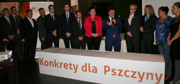 Konkretnie wiemy jedno: Paweł Sadza (w środku z mikrofonem) nie będzie się ubiegać o fotel burmistrza Pszczyny.