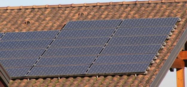 Gminy powiatu pszczyńskiego oferują dofinansowanie do zakupu i montażu instalacji fotowoltaicznych, które produkują energię elektryczną ze światła słonecznego (fot. archiwum)