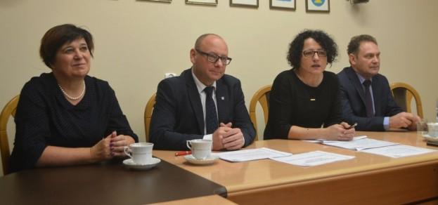 Gmina Pszczyna i powiat pszczyński podjęły wspólne działania związane z dostosowaniem sieci szkół do reformy oświaty.
