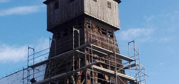 (fot. FB/Wisła Mała) Trwają już prace remontowe dzwonnicy kościoła św. Jakuba Starszego Apostoła w Wiśle Małej.