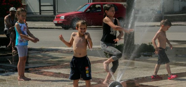 Kurtyna wodna dawała w ubiegłym roku wiele radości najmłodszym mieszkańcom Pszczyny. Fot. archiwum