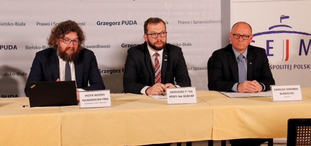 O rządowym programie opowiadał Piotr Woźny, pełnomocnik premiera (pierwszy z lewej), fot. UM Pszczyna