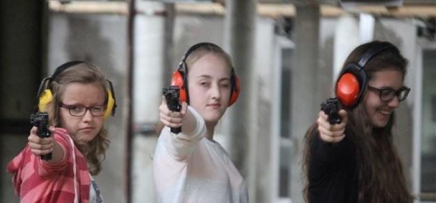 Uczestniczki zajęć Koła strzeleckiego. Fot. POPP