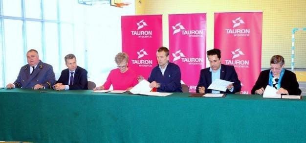 Początkiem marca 2017 r. Powiatowy Zespół nr 6 SZiO w Brzeszczach zawiązał bezterminową umowę patronacką ze Spółką Akcyjną TAURON Wydobycie.