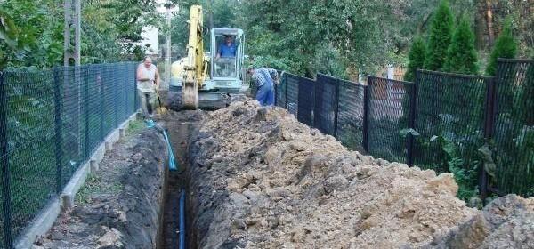 Kanalizacja dawno wybudowana, środki na ten cel gmina mogła oddać dopiero teraz (fot. archiwum)