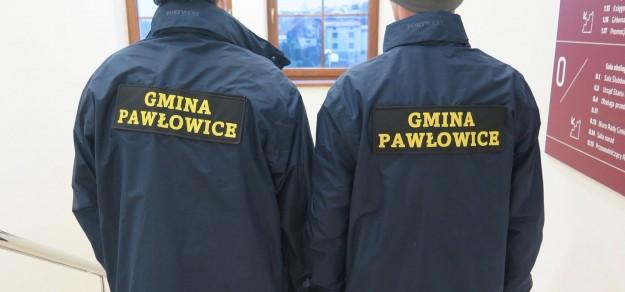 Kontrole prowadzone są przez pracowników urzędu, który często towarzyszą policjanci (fot. UG Pawłowice)