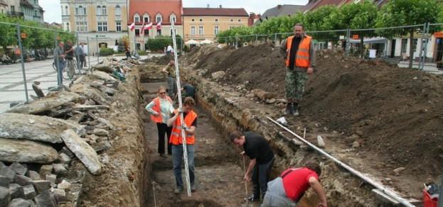 Minęły prawie trzy lata od wykopalisk na rynku. Teraz archeolodzy wykopią dół na ulicy Wojska Polskiego.
