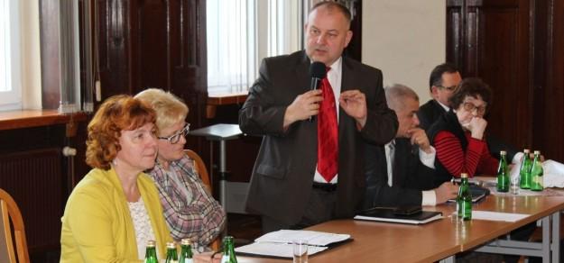 Radny Waldemar Januszewski po raz kolejny apelował o rozwiązanie umowy dzierżawy szpitala ze spółką Centrum Dializa.