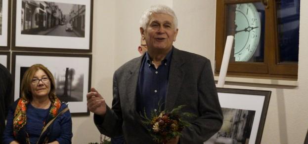Kazimierz Jastrzembski podczas czwartkowego wernisażu wystawy