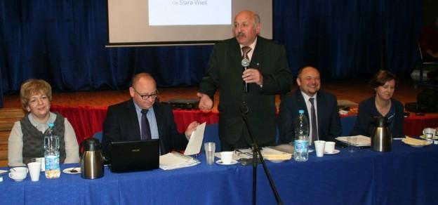 Marian Szwarc (stoi) wybrany został przewodniczącym zarządu osiedla Stara Wieś