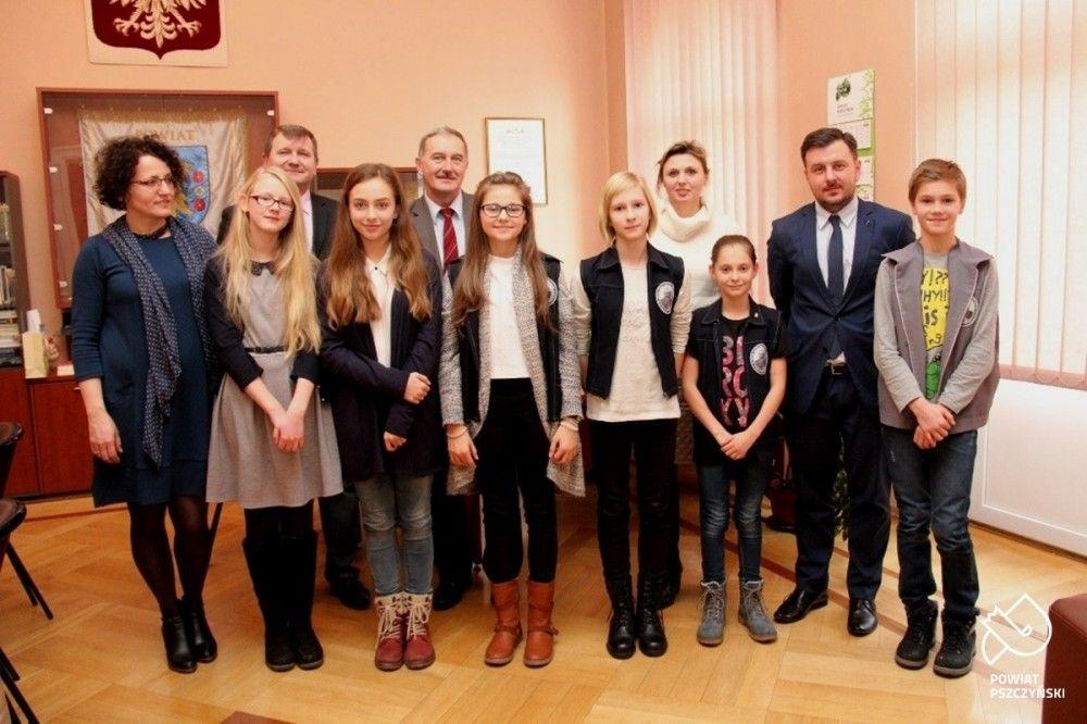 """Nominowani do nagrody """"Karol 2015"""" z wizytą u starosty pszczyńskiego"""