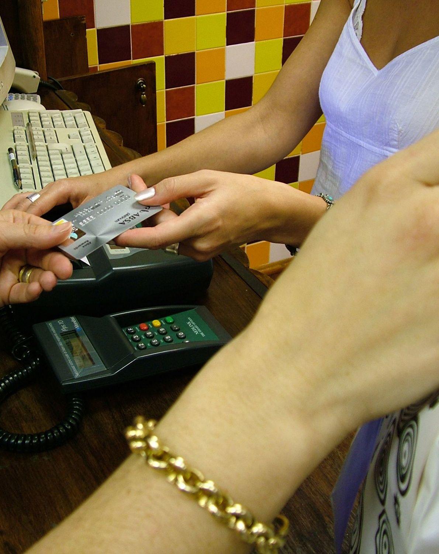 Kupował płacąc cudzą kartą