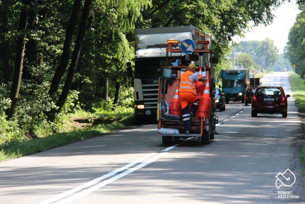 Trwaja prace na drogach powiatowych