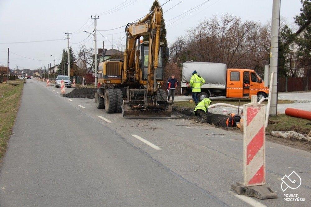 W Górze i Gilowicach trwają prace drogowe. Są utrudnienia