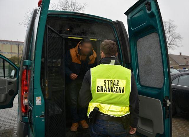 Pszczyna: zatrzymano Hindusa bez dokumentów. Jechał do Wiednia