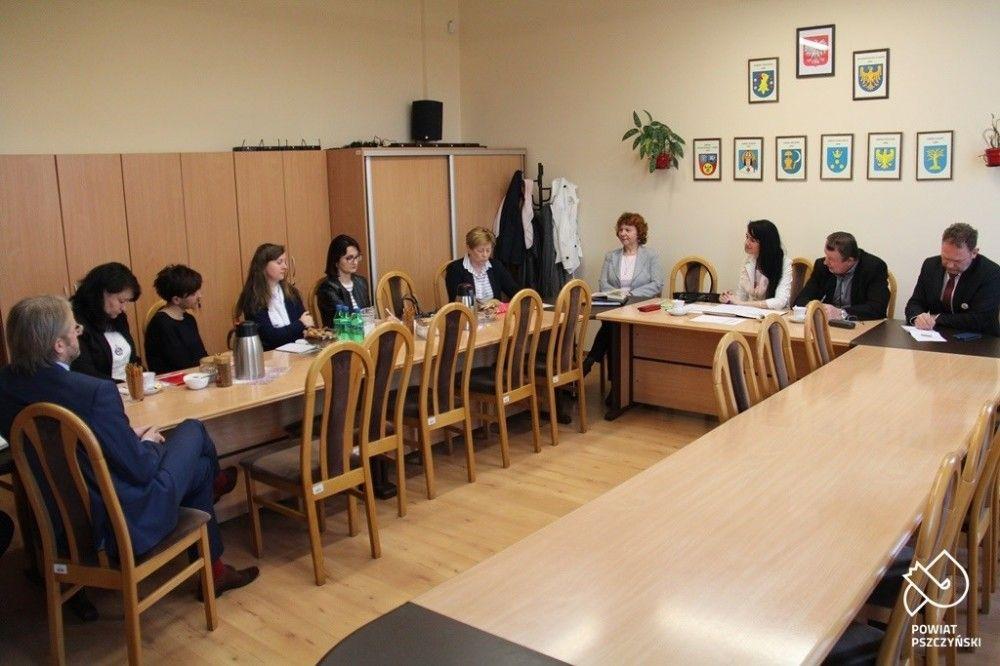 Rozmawiali o edukacji regionalnej w powiatowych szkołach