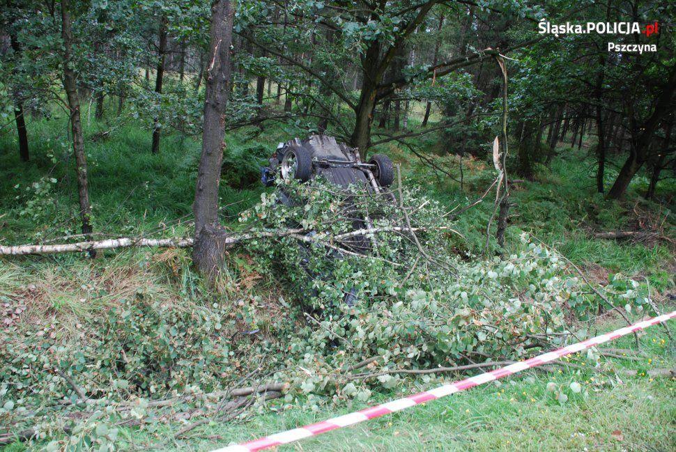 Tragiczny wypadek na DK 1 w Kobiórze. Nie żyją dwie osoby