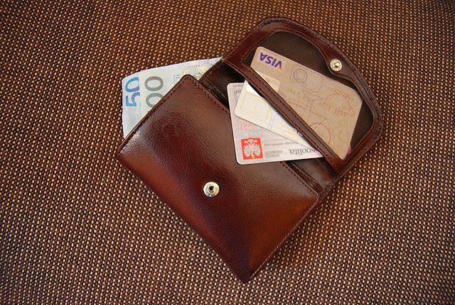 Pijana ukradła portfel i płaciła cudzą kartą. Teraz żałuje