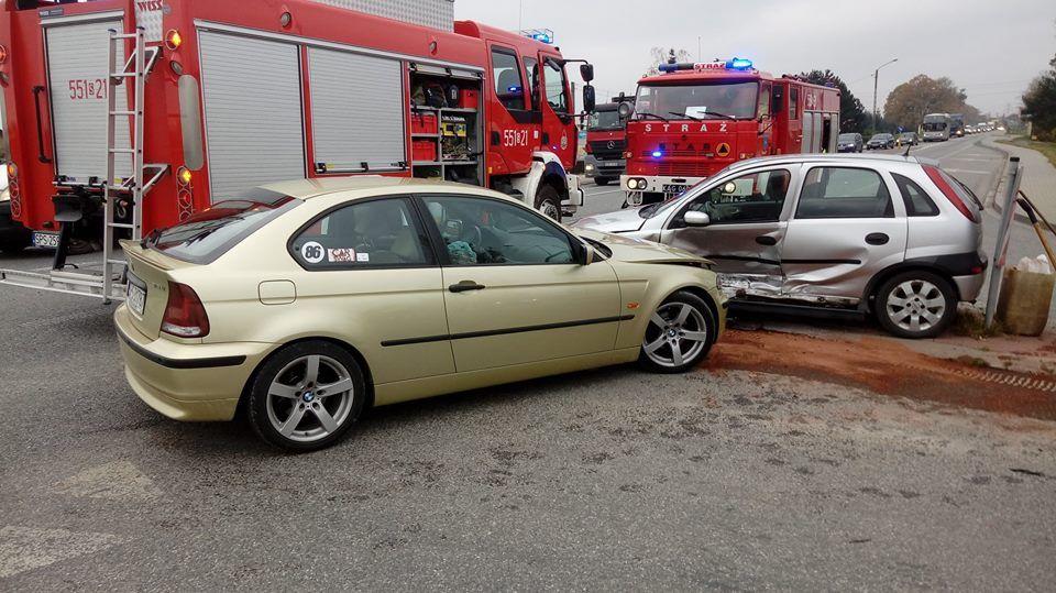 W Suszcu zderzyły się dwa auta. 2-letnie dziecko trafiło do szpitala