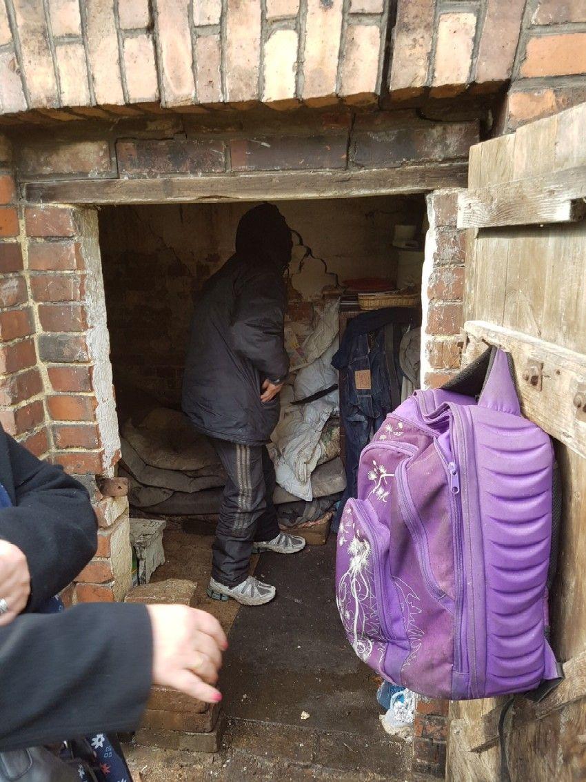 Strażnicy miejscy przed zimą u bezdomnych