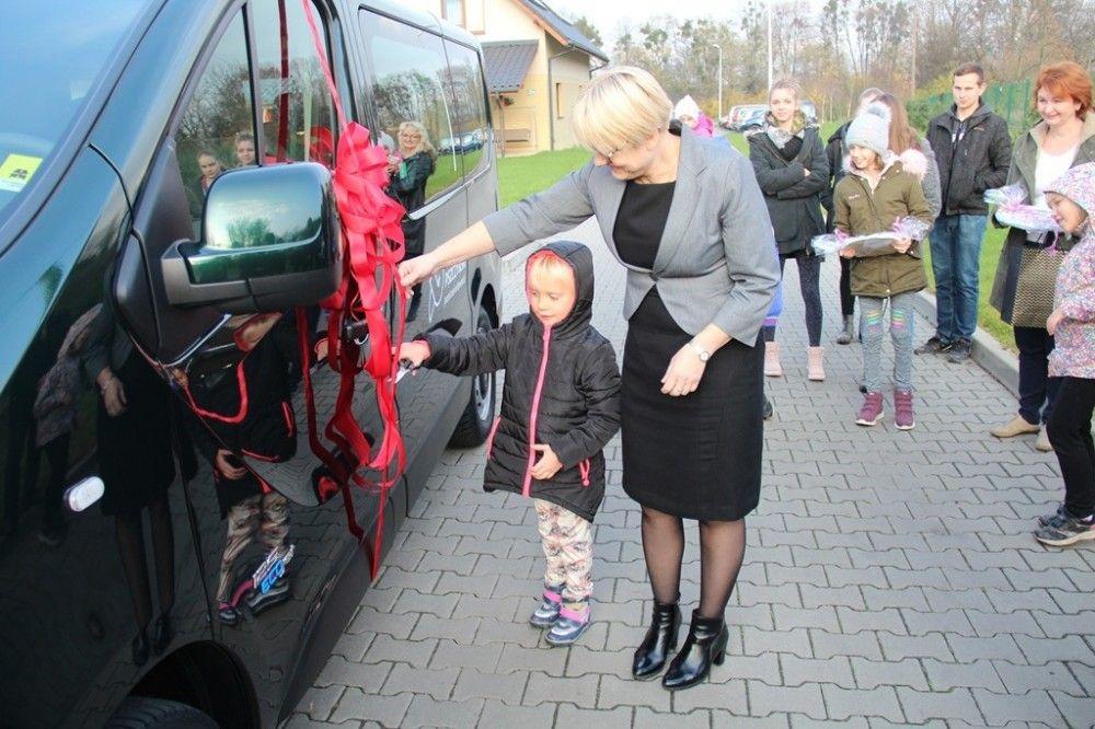 Nowy samochód dla domu dziecka