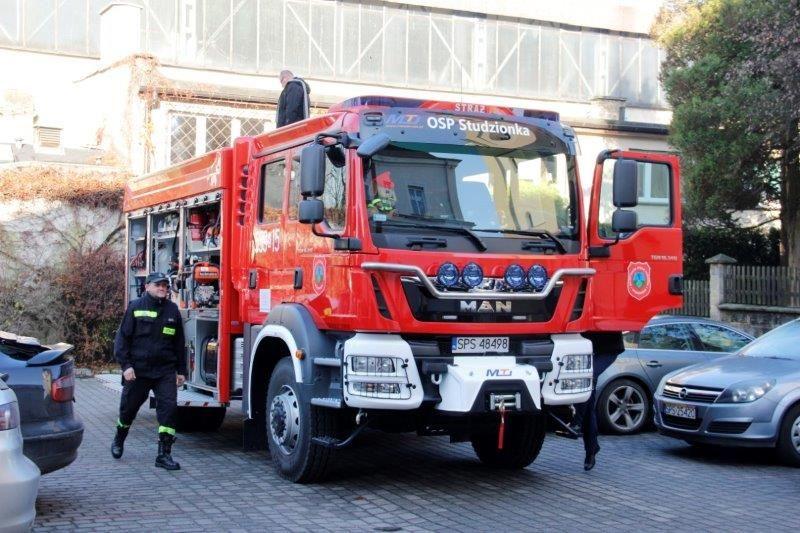 Strażacy ze Studzionki pochwalili się nowym wozem