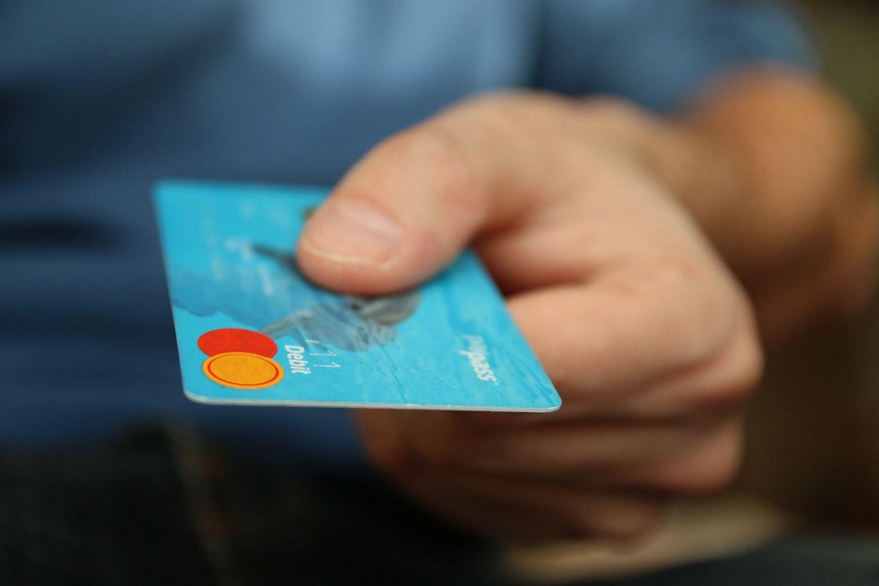 Ukradł kartę i dokonał 18 transakcji