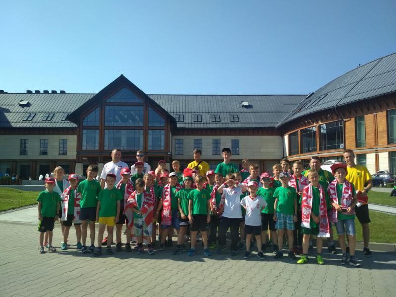 Sportowcy z Kobióra w Arłamowie wspierali piłkarzy