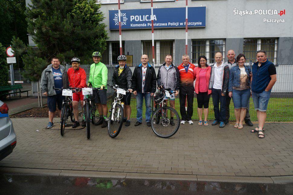 Przejechali 700 km rowerami, do pszczyńskiej komendy