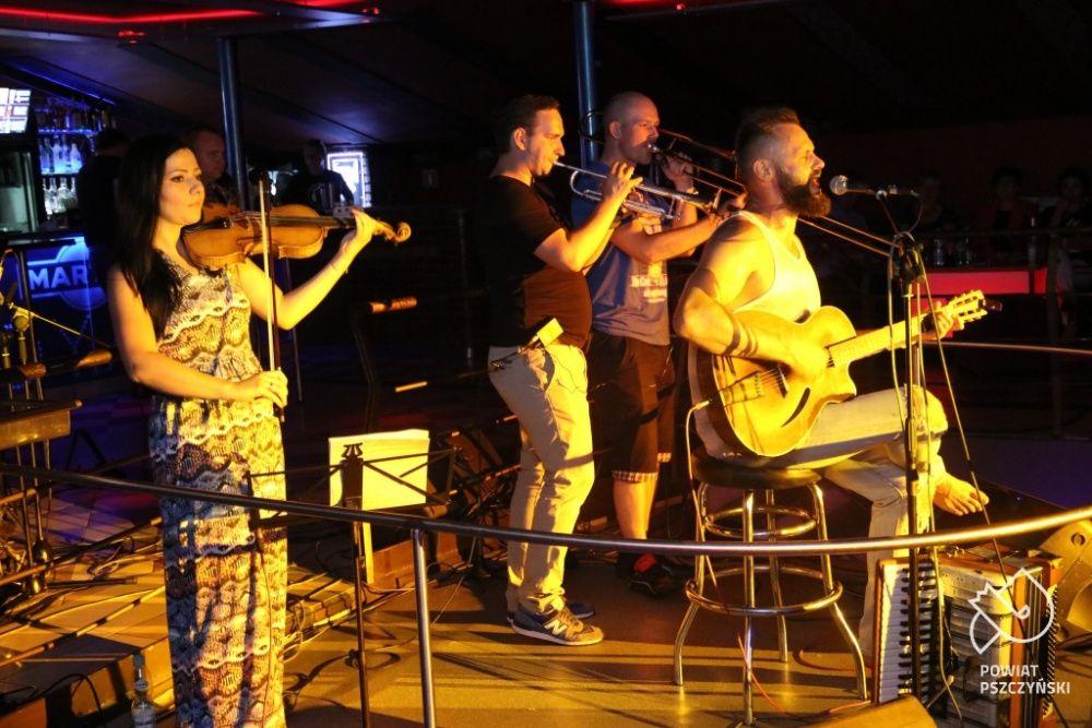 Witek Muzyk Ulicy zagrał dla hospicjum