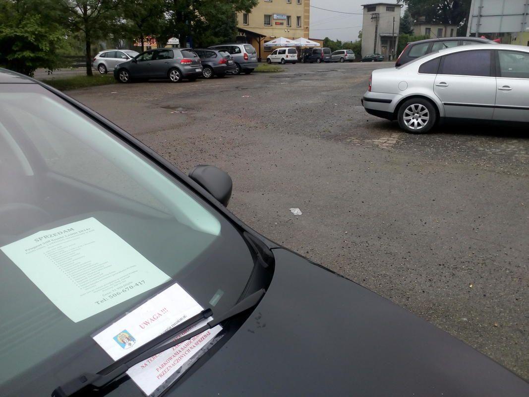 Nie chcą komisu na parkingu