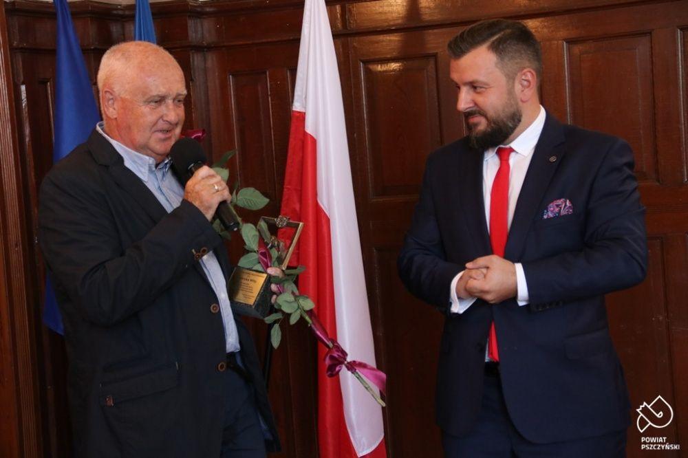 Henryk Wita ze Statuetką Żubra Pszczyńskiego