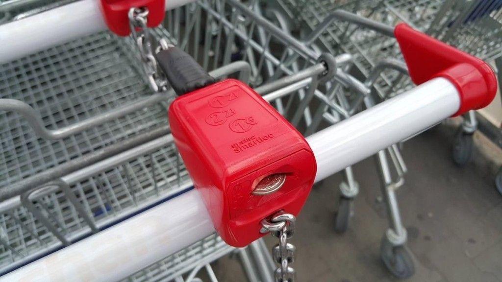 Złodziej w supermarkecie: z wózka ukradł torebkę