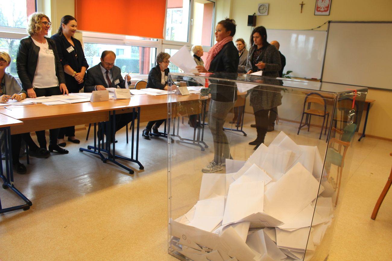 Wybory: D. Skrobol burmistrzem, II tura w Miedźnej