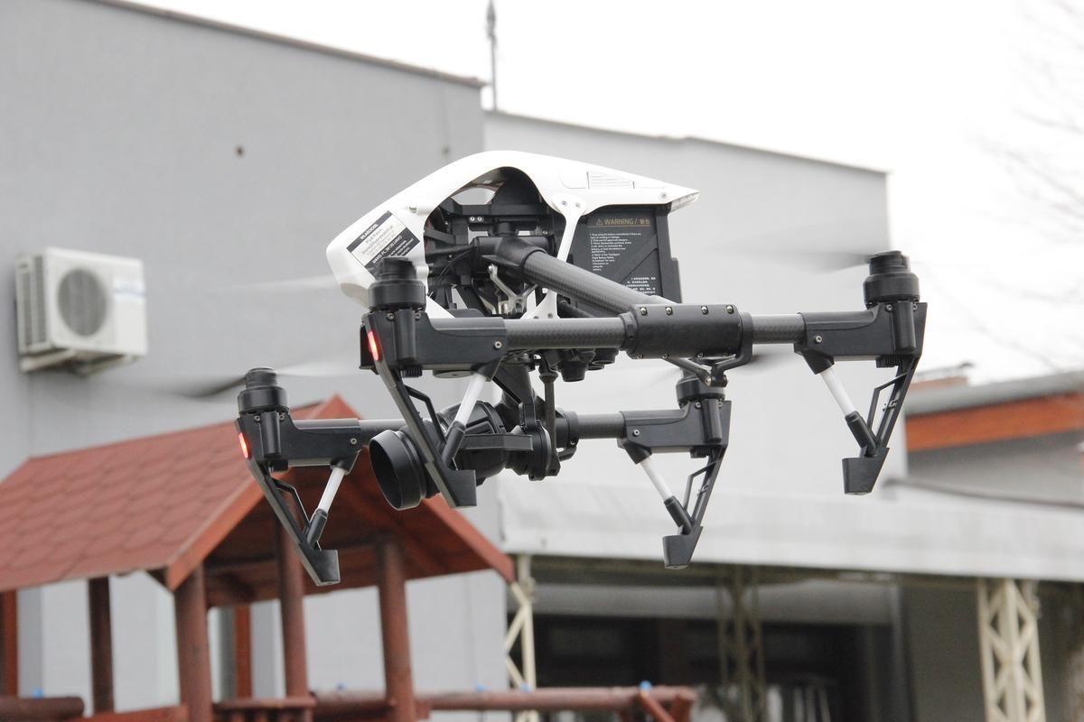 Dron skontroluje, kto pali śmieciami