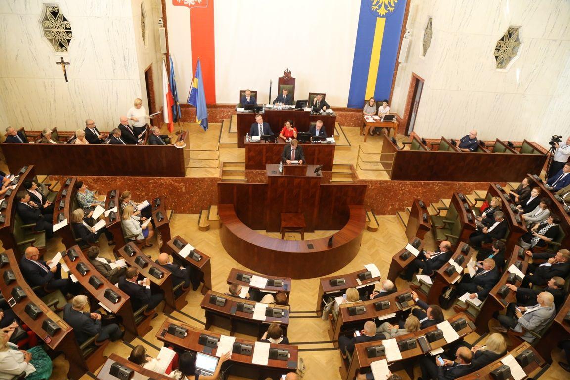 A jednak PiS rządzi na Śląsku. Nieoczekiwana wolta radnego Koalicji Obywatelskiej