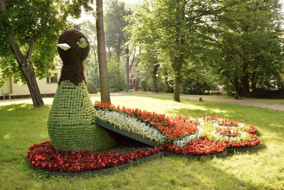 Na terenie Goczałkowic pojawiły się trzy figury kwiatowe