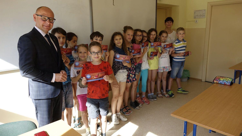 Dariusz Skrobol wręczył nagrody uczniom z najwyższą średnią