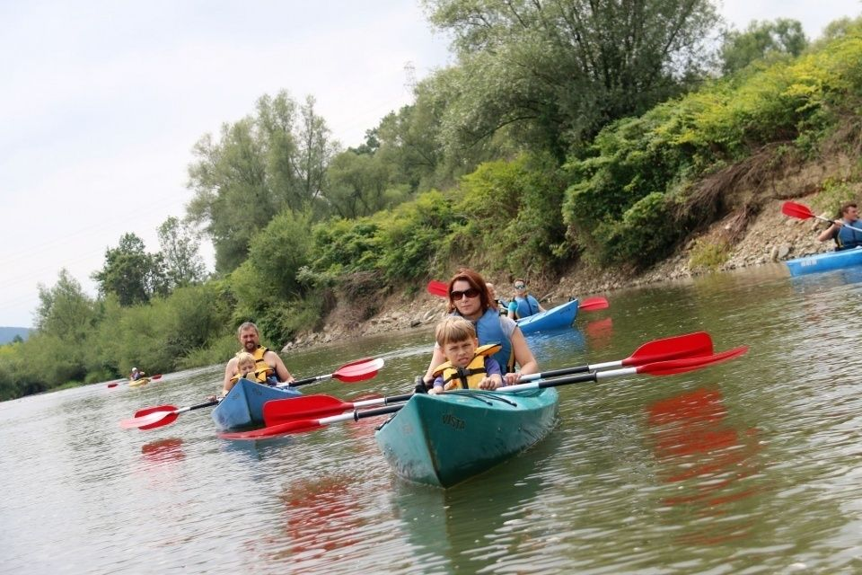 Wycieczka rodzinna na spływ kajakowy po rzece Skawa