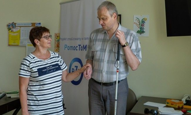 """""""Pomoc to moc"""". Warsztaty Fundacji Transgresja dla osób z niepełnosprawnością wzroku i słuchu"""